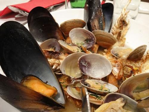 鮮魚と手長エビ、貝類のブラザート(ゆず風味)